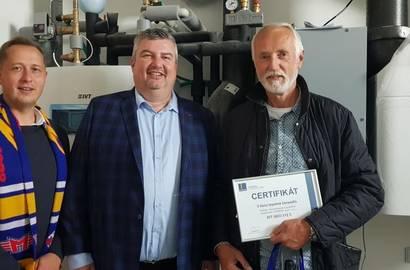 Předání certifikátu majiteli 3 000. tepelného čerpadla.